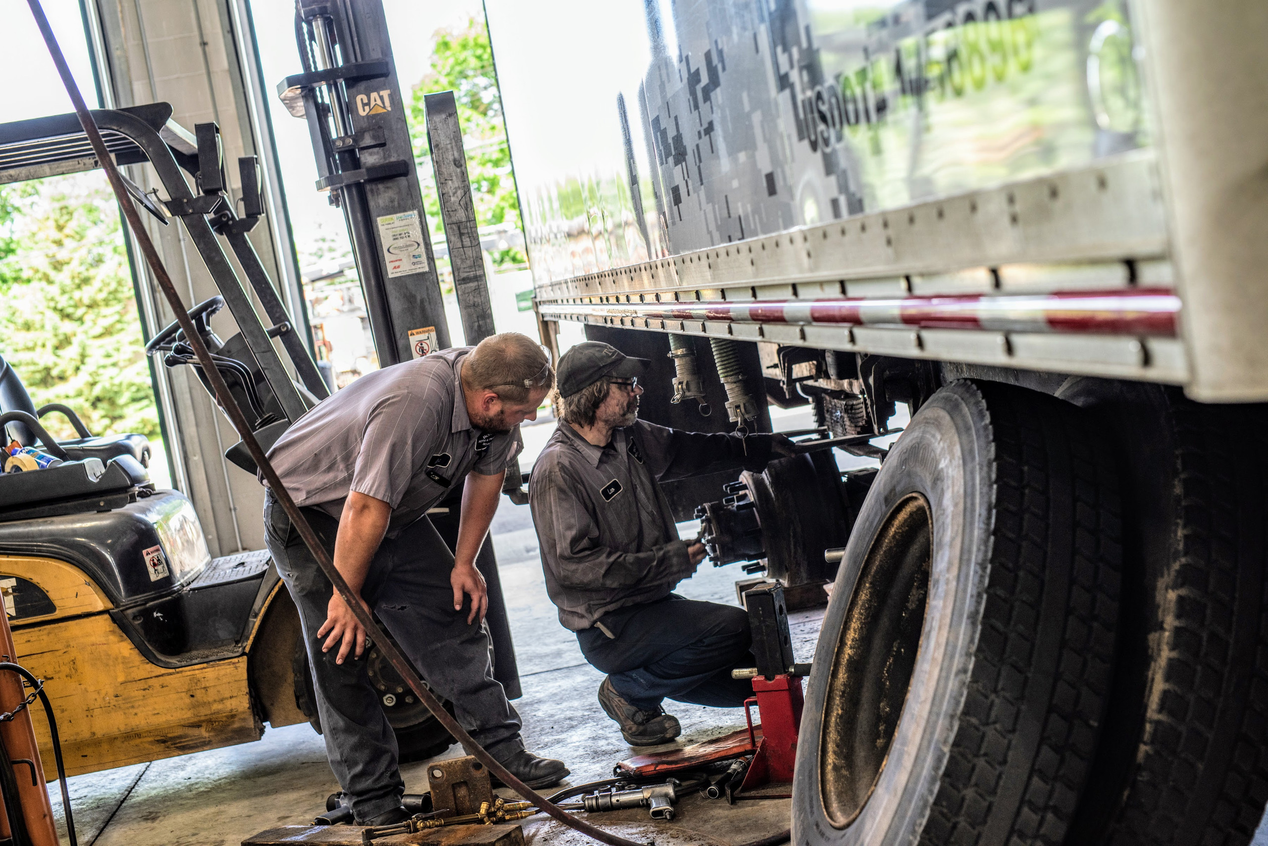 Driver's guide to replacing the tires on your box and dock trucks